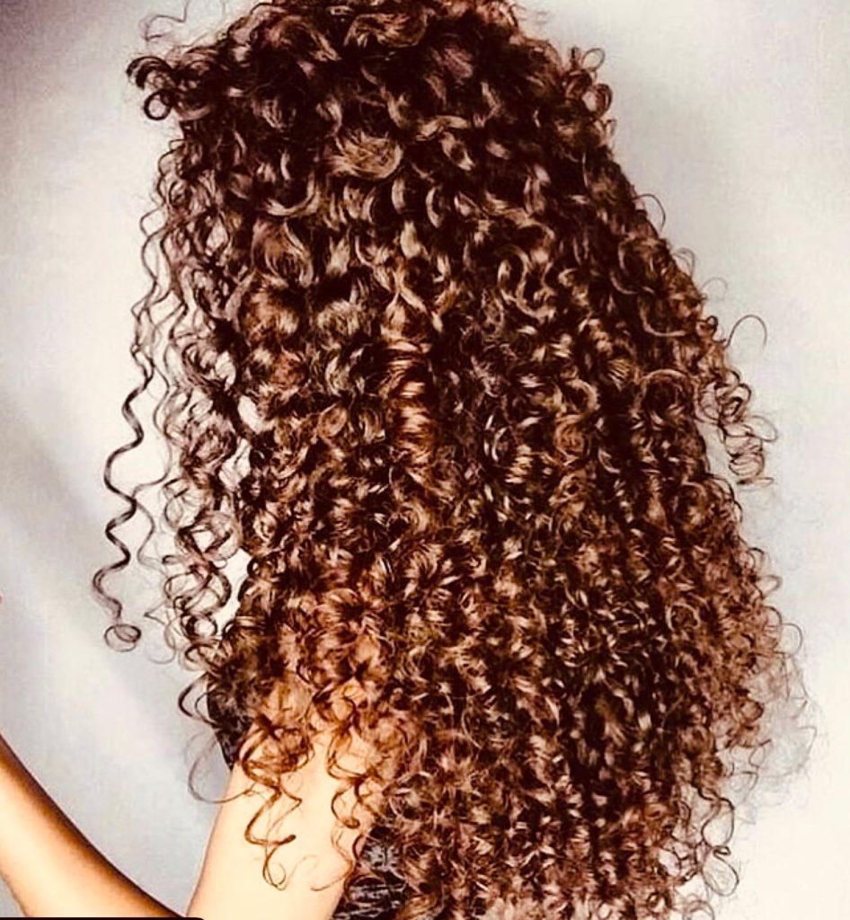 Come fare i capelli ricci voluminosi