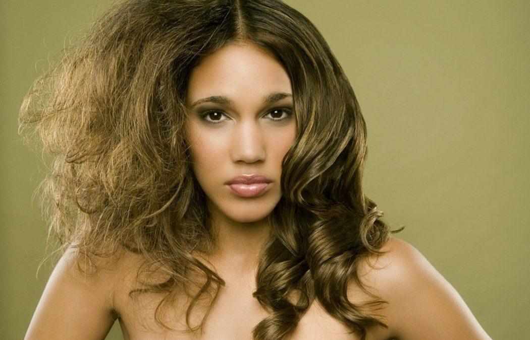 Oroscopo e cura dei capelli: capelli secchi dopo l'estate